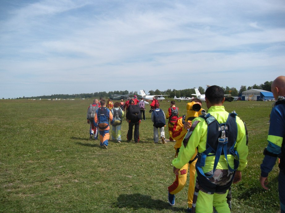 Посадка на прыжок с парашютом в тандеме