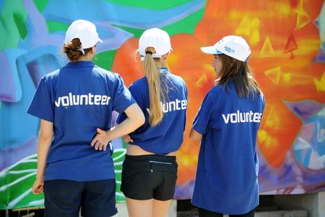 куда поехать волонтером?
