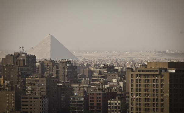 другой ракурс на пирамиды в египте