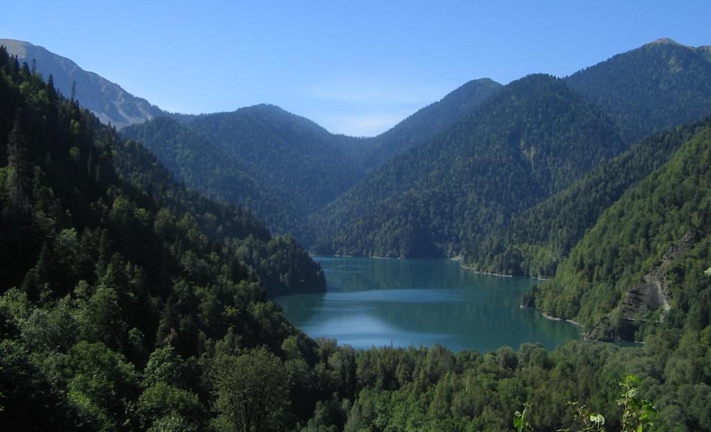 Озеро Рица вид сверху. Джиппинг в Абхазии