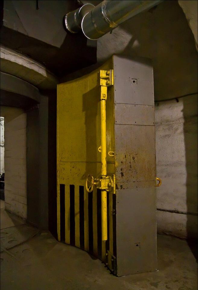 дверь, база по ремонту подводных лодок