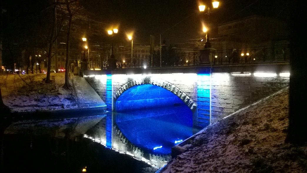 Мост с подсветкой в Риге