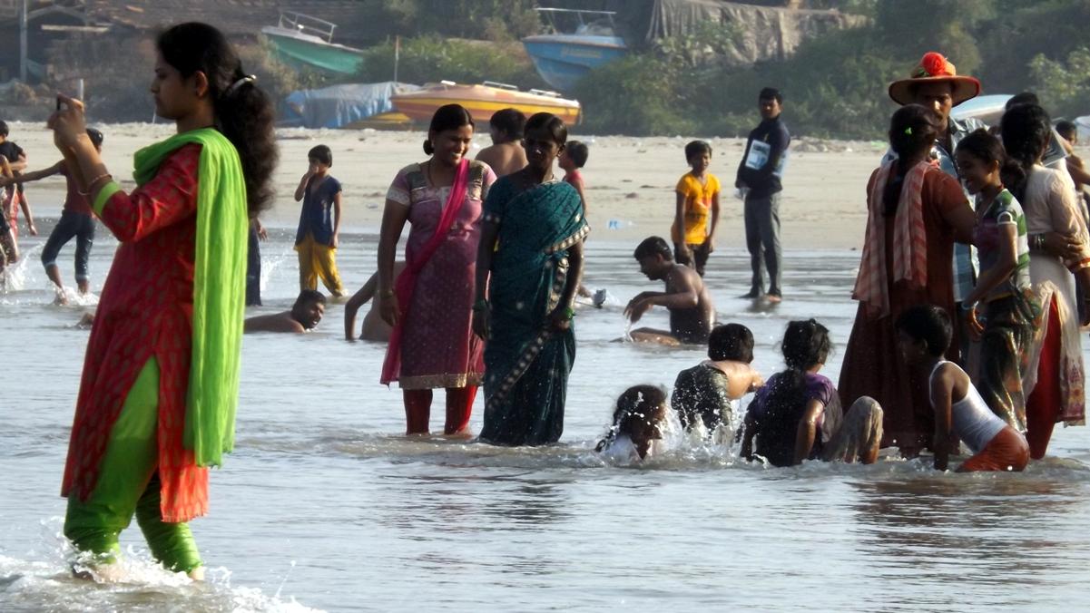 Индусы в море