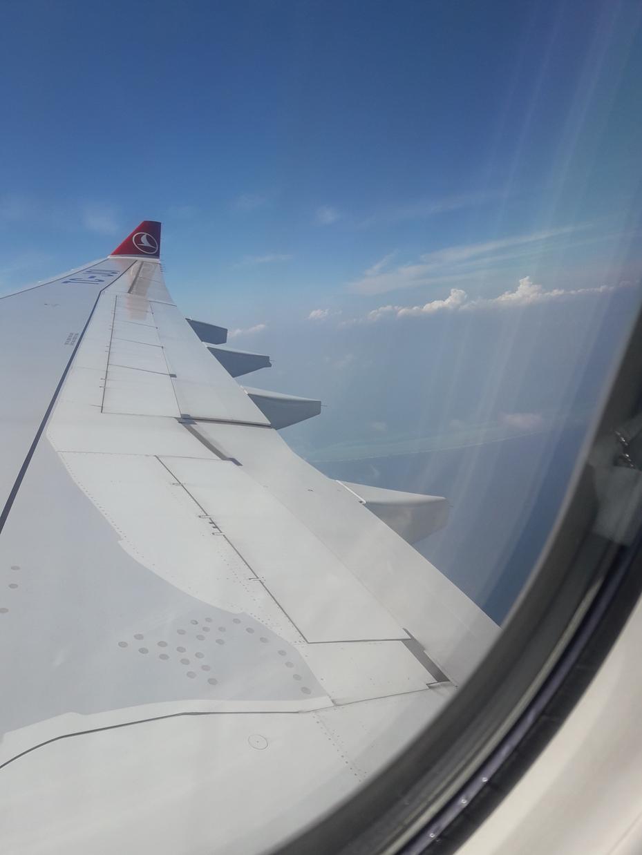 Мальдивы из окна самолета