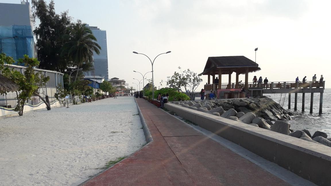 Около пляжа в Мале