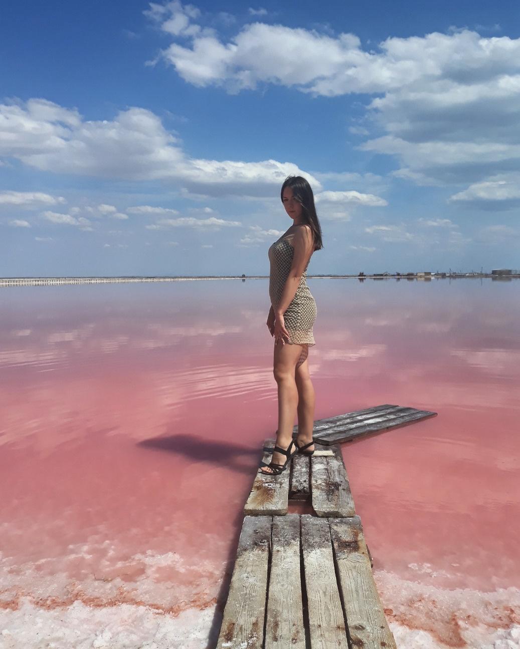Как добратья розовое озеро