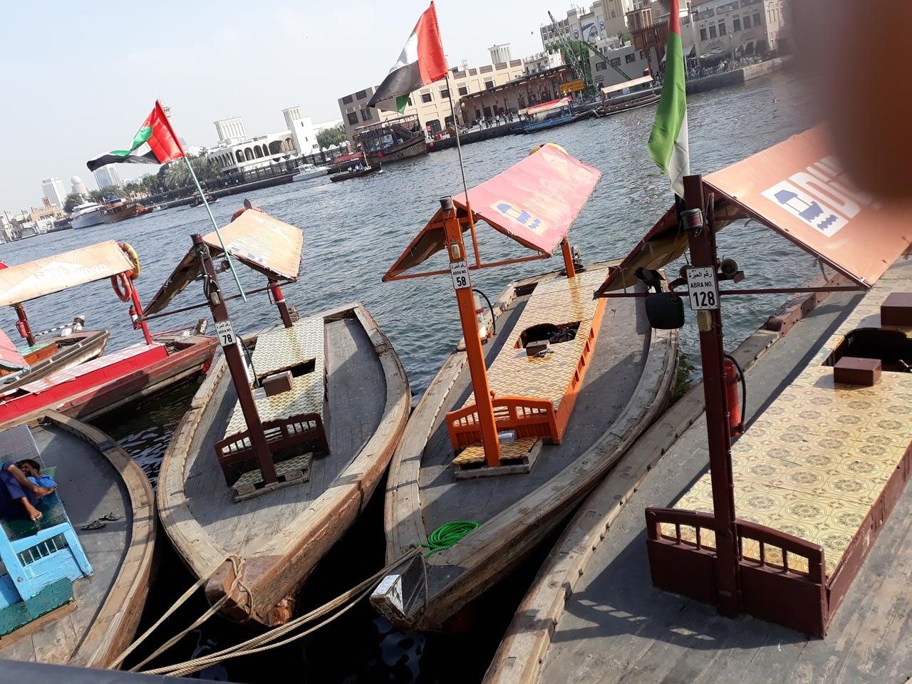 Лодки канал в Дубае