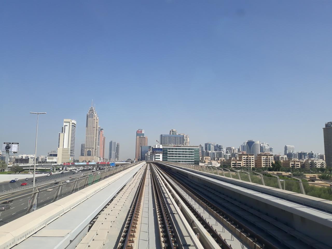 Вид из вагона метро в Дубае