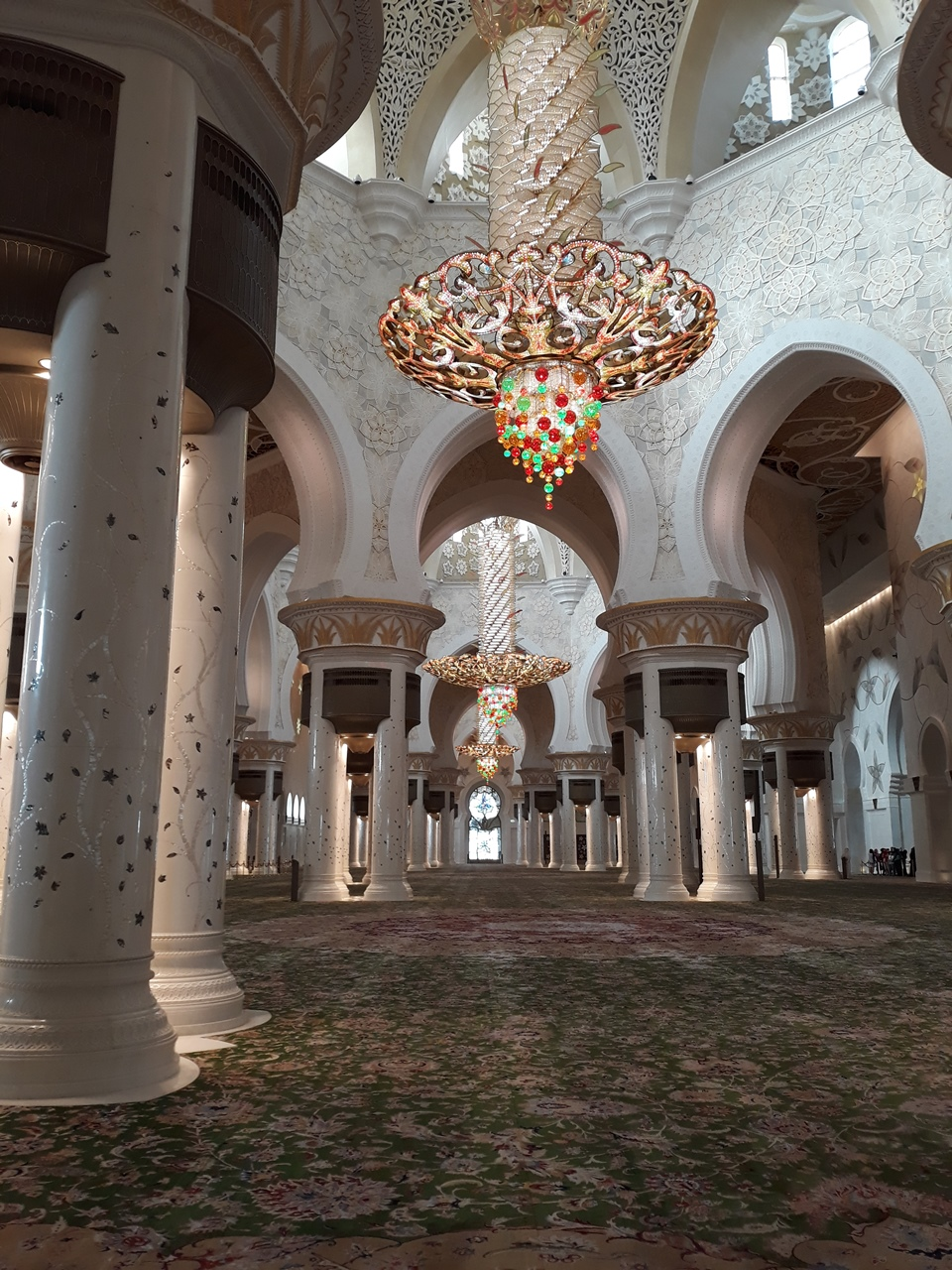 Ковер внутри мечети шейха Зайда